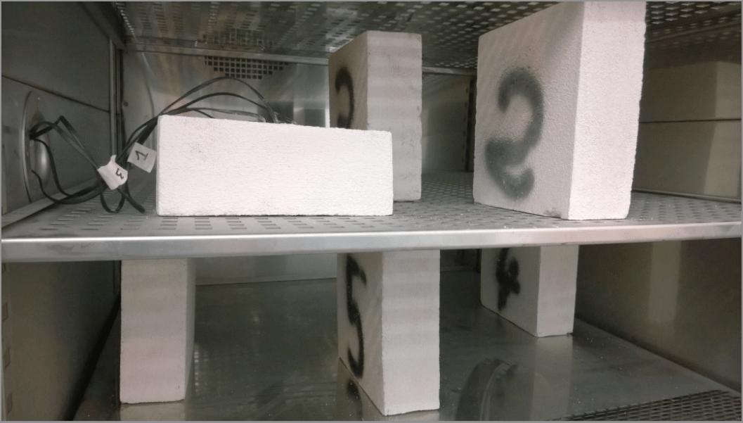Inserimento di mattoni in camera climatica